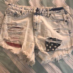 Flag jean shorts ❤️